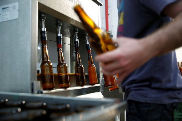Herzl Brewery produced a craft beer from wheat that Tel Aviv University geneticists identified as the strain used for beer in the Holy Land two millennia ago. Photo courtesy REUTERS/Ronen Zvulun