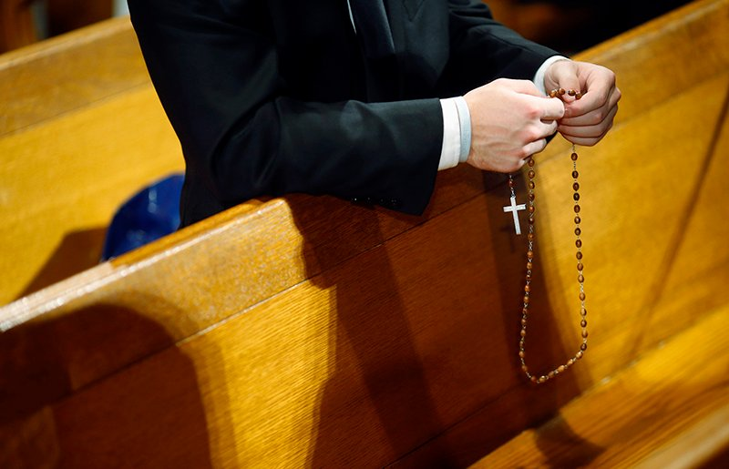 Seminarian Mark Mergner prays the rosary as he awaits Pope Francis' arrival at the Basilica of the National Shrine of the Immaculate Conception in Washington on September 23, 2015. Photo courtesy of REUTERS/Patrick Semansky/Pool *Editors: This photo may only be republished with RNS-GUSHEE-COLUMN, originally transmitted on April 6, 2016.