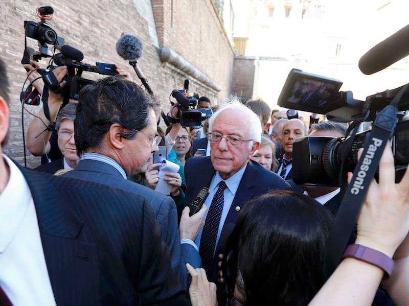 U.S. Democratic presidential candidate Bernie Sanders speaks with media and supporters during his visit to the Vatican , April 15, 2016. REUTERS/Stefano Rellandini