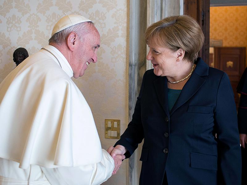 German Chancellor Angela Merkel (R) greets Pope Francis
