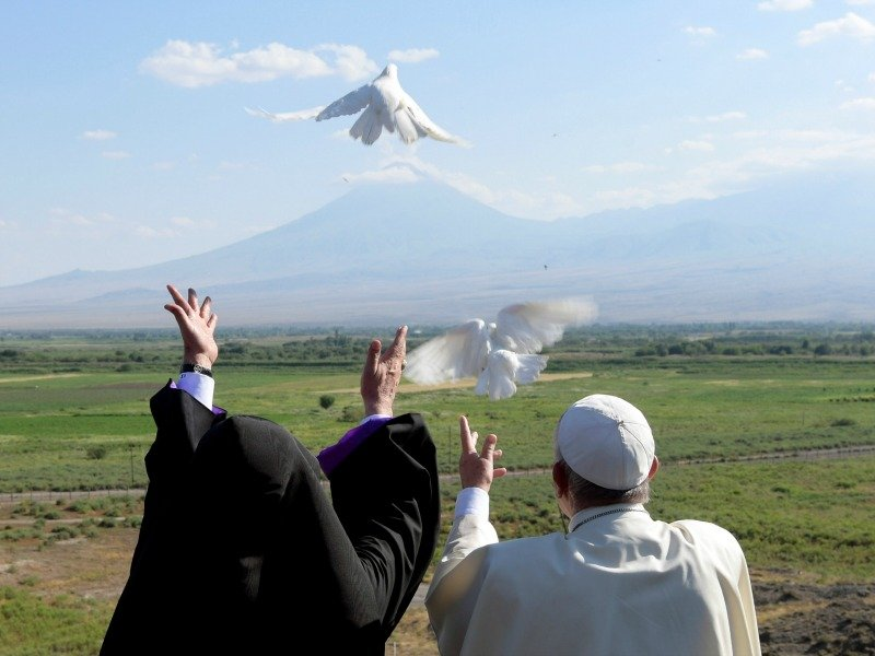 Pope Francis and Catholicos of All Armenians Karekin II release white doves
