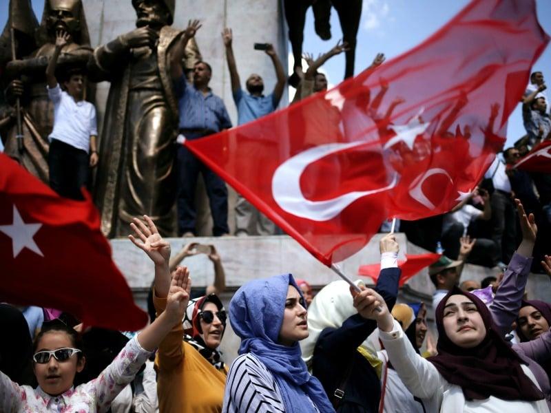 Supporters of Turkish President Tayyip Erdogan
