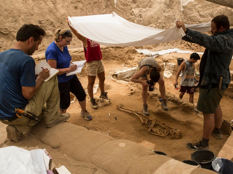 Photography and documentation of a 10th-9th century BC burial in the excavation of the Philistine cemetery by the Leon Levy Expedition to Ashkelon. Photo courtesy of ©Tsafrir Abayov/Leon Levy Expedition
