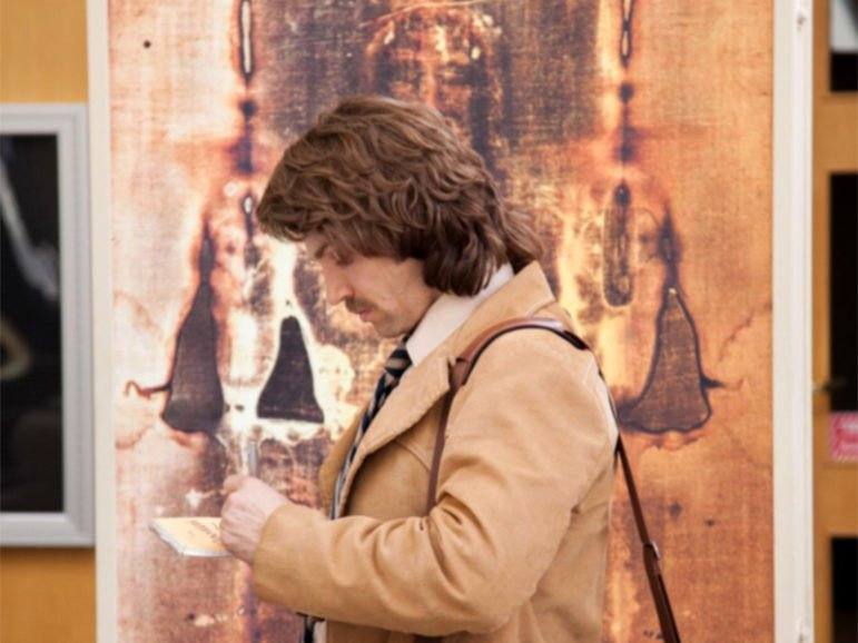 """Tribune reporter Lee Strobel (Mike Vogel) continues his investigative report on the claims of Christianity, and examines the Shroud of Turin in """"The Case for Christ,"""" coming to theaters in Spring 2017.  Photo courtesy of Pure Flix Entertainment"""
