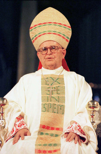 Brazilian Cardinal Paulo Evaristo Arns presides over a mass at Se Cathedral in São Paulo, Brazil in 1998. Arns, one of Brazil's chief human rights crusaders, challenged military rulers and irked the Pope by defending the use of condoms during 28 years as archbishop. Photo courtesy of Reuters/Luludi