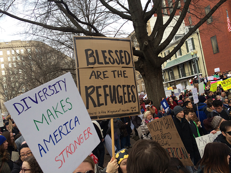 Protesters outside White House on Sunday, Jan. 29, 2017, demonstrating against President Donald Trump's refugee ban. RNS Photo by Jerome Socolovsky