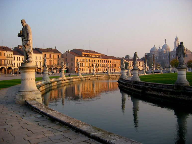 The Prato della Valle in Padua, Italy, on Nov. 19, 2005. Photo courtesy of Creative Commons/Julien Lagarde