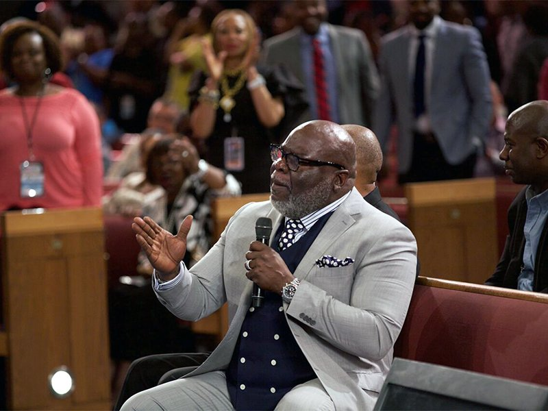 Nearing 60, Bishop T D  Jakes strives to bridge racial, political