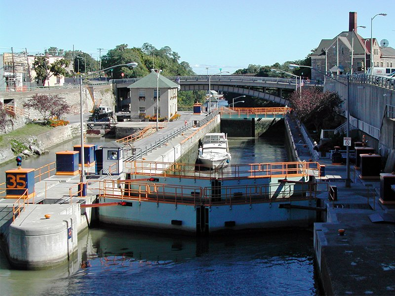 Locks on the Erie Canal in Lockport, N.Y., in 2015.  Photo coutesy of Creative Commons