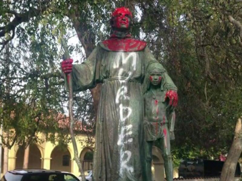 Quem é Junipero Serra e por que os manifestantes da Califórnia estão derrubando estátuas deste santo?