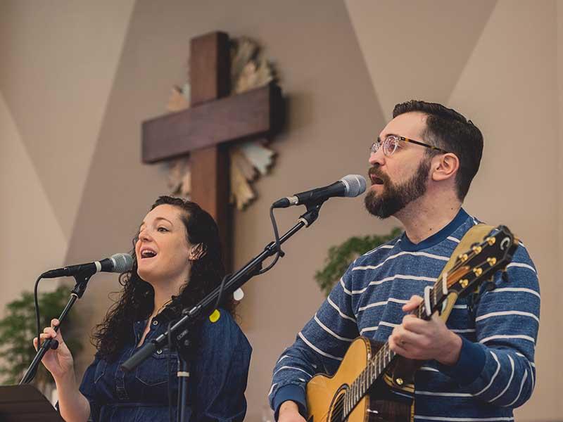 Ryan Flannigan and his colleague lead congregational song at All Saints Dallas, January 2017. Photo by Serkan Zanagar