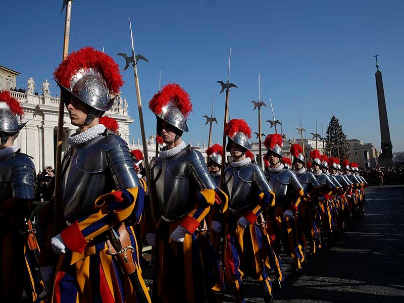 New cookbook celebrates the strong bond between Swiss Guards and popes