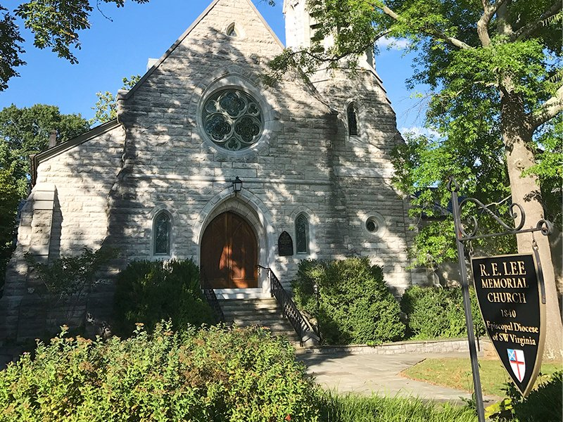 The R. E. Lee Memorial Episcopal Church in Lexington, VA, in Aug. 2017, prior to the name change to Grace Episcopal Church. Photo courtesy of Creative Commons