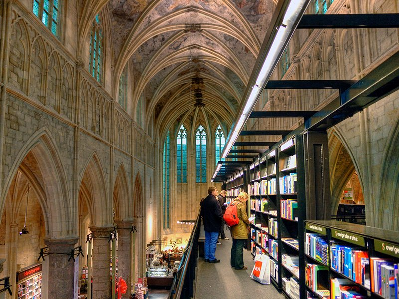 The former church Selexyz Dominicanen has been converted into a bookstore in Maastricht, Netherlands. Photo by Bert Kaufmann/Creative Commons