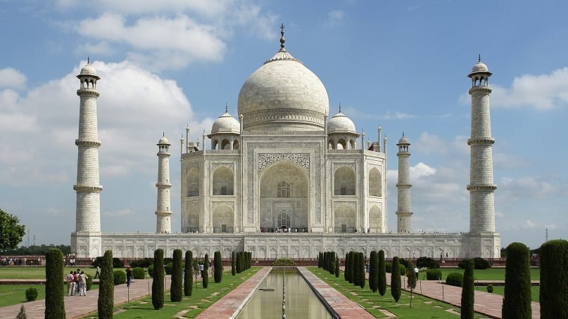 People visit the Taj Mahal in Agra, India. Photo by Yann Forget/Creative Commons