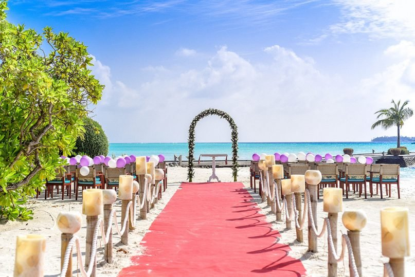 Couples are increasingly choosing less traditional locations for wedding ceremonies. Photo by Ibrahim Asad/Creative Commons