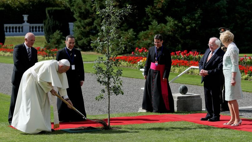 Pope Francis at tree planting ceremony with President Higgins and his wife Sabina, right, at Áras an Uachtaráin, the Irish president's official residence, in Dublin on Aug. 25, 2018. Photo by Maxwell Photography/WMOF 2018