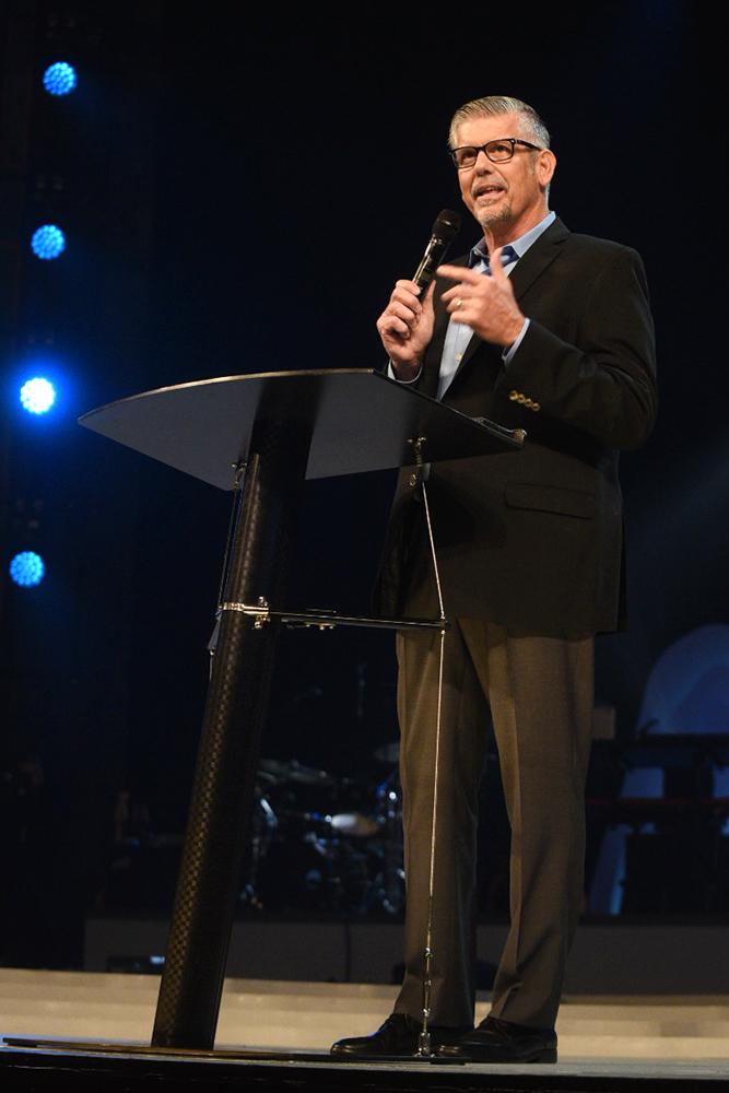 Willow Creek leadership summit goes on despite mass