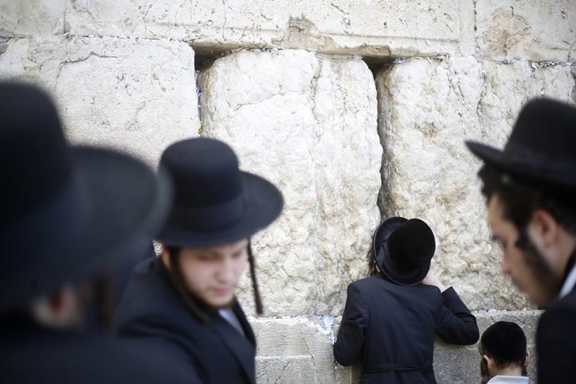 Close vote in Israel extends tiny ultra-Orthodox Jewish