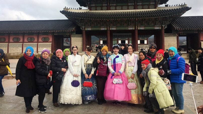 Muslim tourists pose for a photo in front of Gyeongbokgung Palace, a top tourist destination in Seoul, South Korea, in March 2018. RNS photo by Miranda Mazariegos