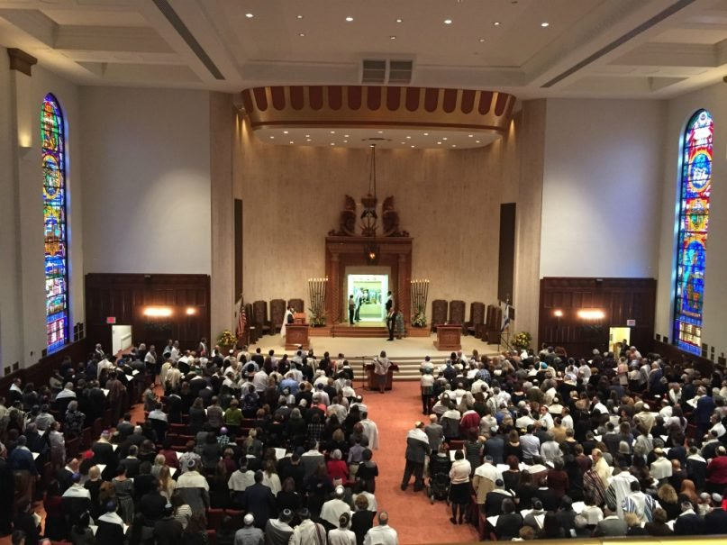 More than 600 people crowded into Congregation Beth Shalom Nov. 3, 2018, on the one-week anniversary of the Tree of Life Synagogue shooting in Pittsburgh's Squirrel Hill neighborhood. RNS photo by Yonat Shimron