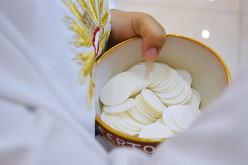 Holy Communion is offered. Photo by Lininha_bs/Creative Commons