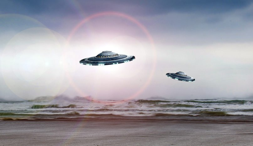 Illustration of UFOs, or flying saucers. Image by Maxime Raynal/Creative Commons