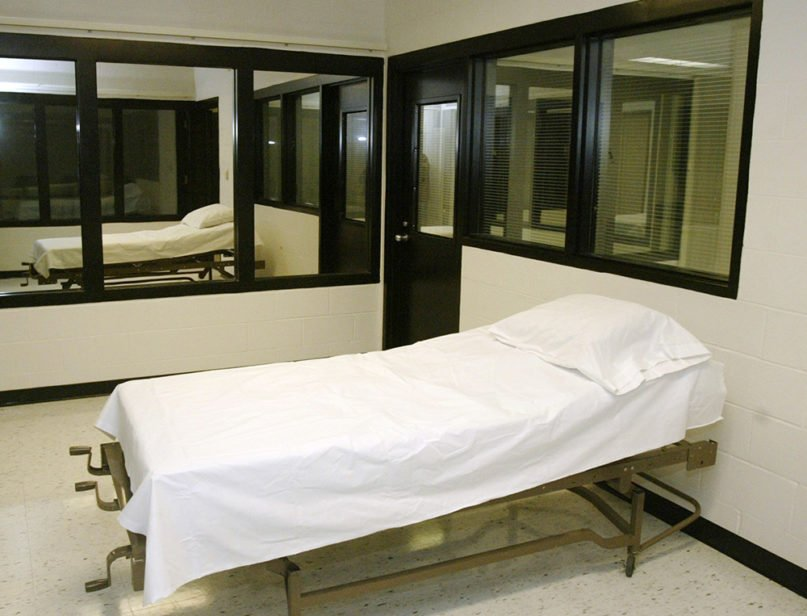 The execution chamber at the Eastern Reception, Diagnostic and Correctional Center in Bonne Terre, Missouri, on April 12, 2005. (AP Photo/James A. Finley, File)