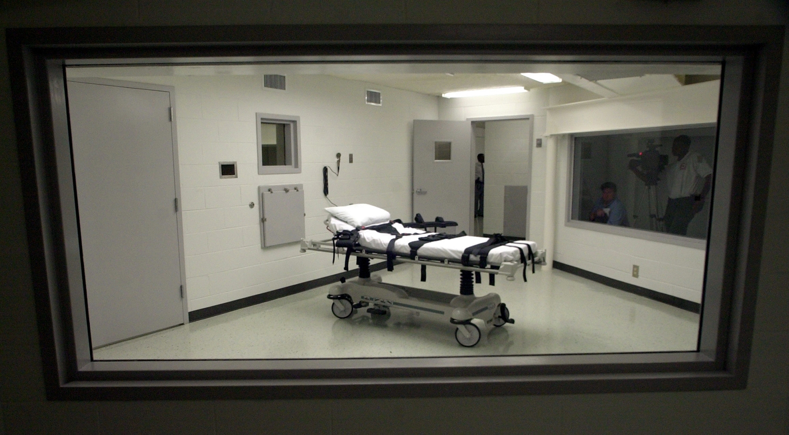 Alabama death row inmate hopes courts will allow chaplain by his side at execution