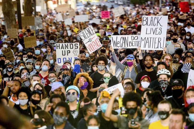 Several thousand demonstrators gather in Oakland, California, on June 1, 2020, to protest the death of George Floyd, who died after being restrained by Minneapolis police officers on May 25. (AP Photo/Noah Berger)