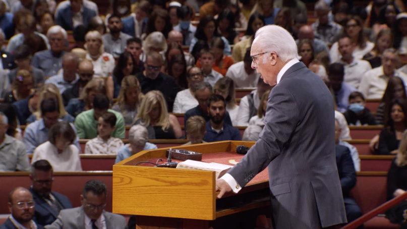 Pastor John MacArthur speaks at Grace Community Church in Sun Valley, California, July 26, 2020. Video screengrab via Vimeo/Grace Community Church