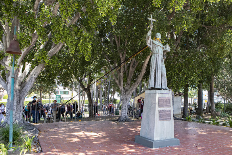 Demonstrators prepare to pull down a Junipero Serra statue on June 20, 2020, in downtown Los Angeles at Father Serra Park. Photo by Erick Iñiguez