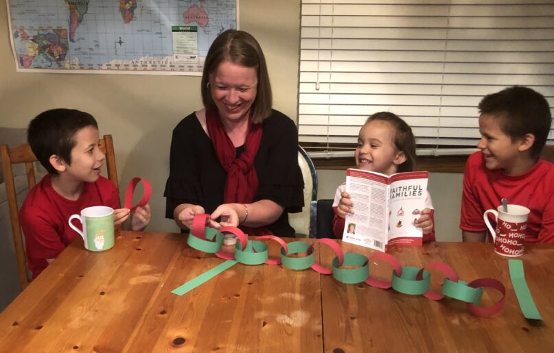 The Rev. Traci Smith creates an Advent paper chain with her children. Courtesy photo