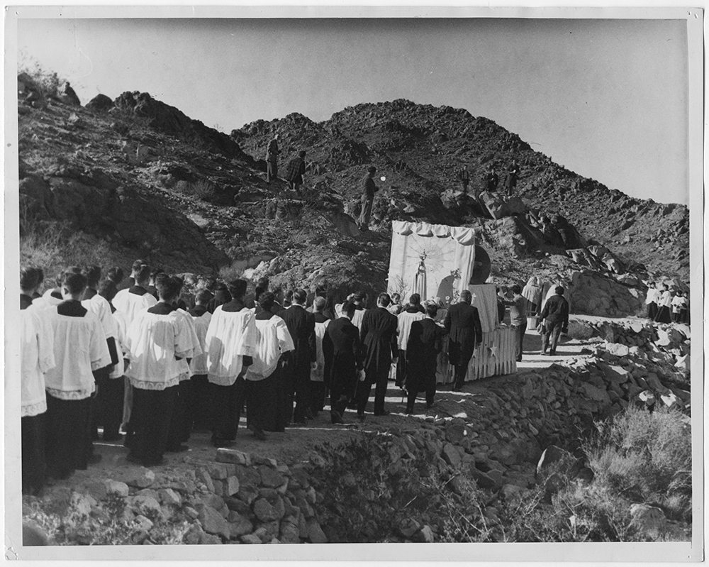 """The """"Pilgrim Virgin,"""" a statue of Our Lady of Fatima, is carried during a pilgrimage of 30,000 Catholics to a statue of Christ atop Sierra de Cristo Rey in El Paso, Texas, in November 1948. Once at the top of the mountain, pilgrims offered prayers for the conversion of Soviet Russia. The pilgrimage was the climad of a week-long visit of the """"Pilgrim Virgin"""" to the El Paso area. RNS archive photo. Photo courtesy of the Presbyterian Historical Society"""