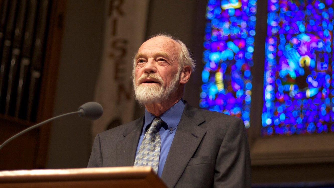 Eugene Peterson lectures at University Presbyterian Church in Seattle, Washington, in May 2009. Photo by Clappstar/Creative Commons