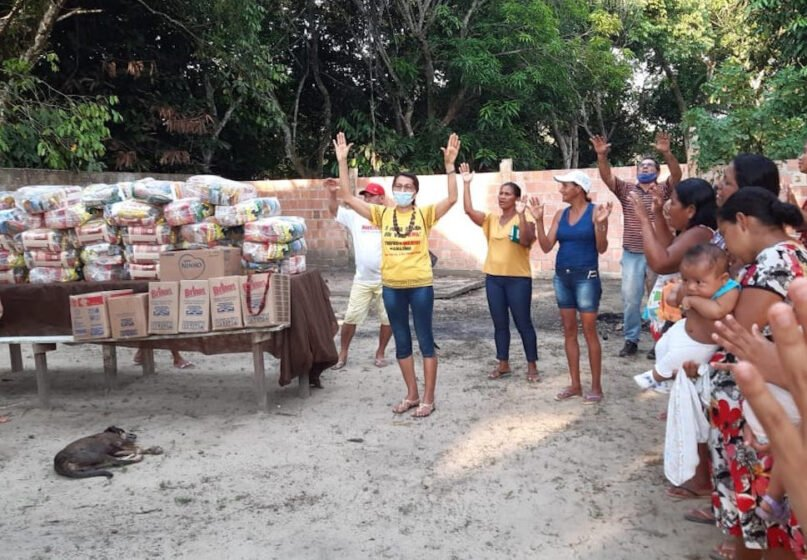 Sr. Maria Odete Pereira, center, of the Congregation of the Immaculate Heart of Mary, gives thanks before the distribution of food baskets to residents of the Our Lady of Fatima community just outside of Manaus, Amazonas state, Brazil. (Photo courtesy of Sr. Roselei Bertoldo)