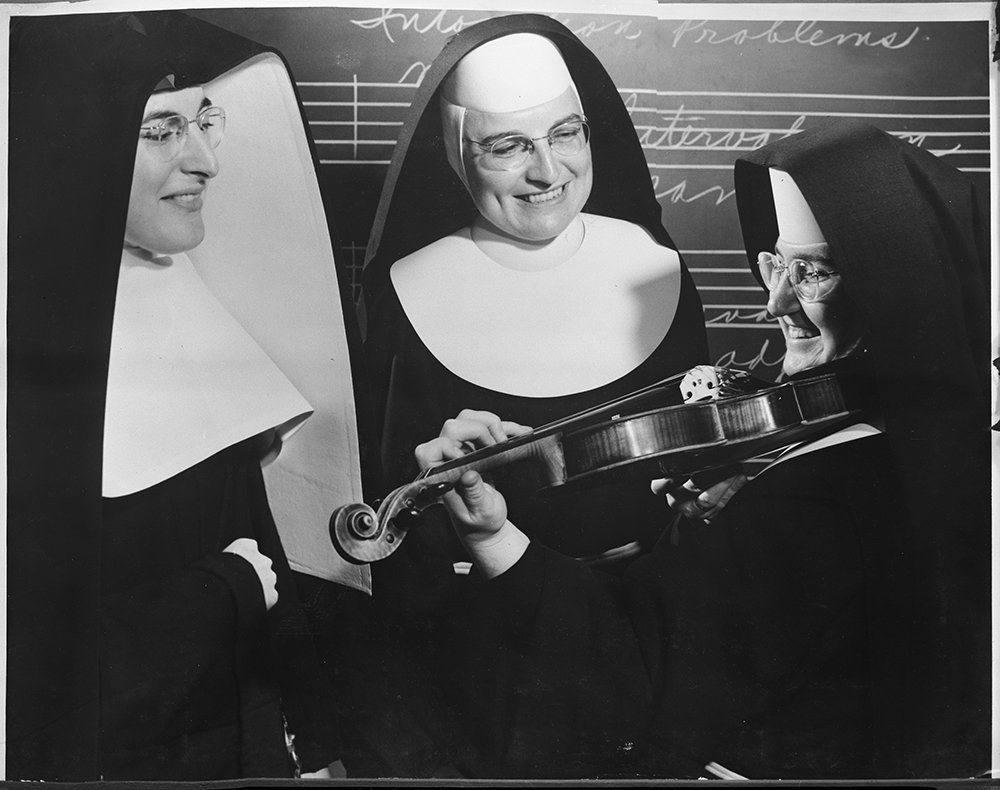 Sister Mary Sylvester plays violin at the American String Teachers' Association meeting in Milwaukee, Wisconsin, circa 1955. RNS archive photo. Photo courtesy of the Presbyterian Historical Society.