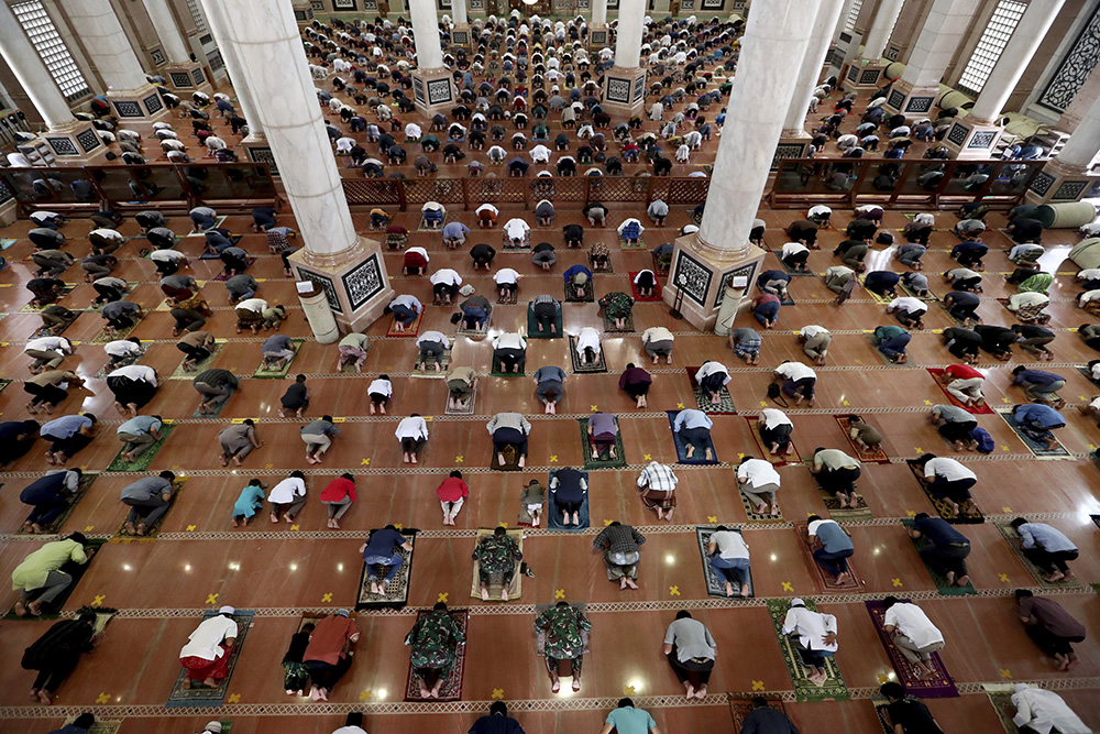 Muslim men perform Friday prayers on the fourth day of Ramadan at the Kubah Mas mosque in Depok, Indonesia, Friday, April 16, 2021. During Ramadan, the holiest month in the Islamic calendar, Muslims refrain from eating, drinking, smoking and sex from dawn to dusk. (AP Photo/Tatan Syuflana)