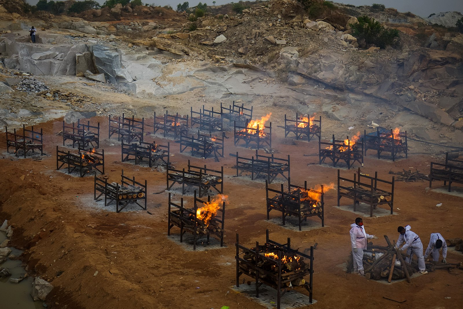 Mass cremations in the city of Bengaluru, India, due to the large number of COVID-19 deaths, April 30, 2021. (Photo by Abhishek Chinnappa/Getty Images)