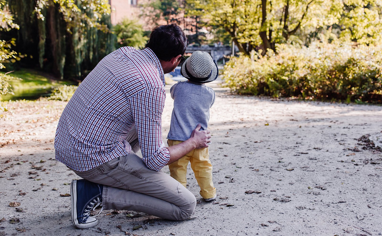 A father and child. Photo courtesy of Pixabay/Creative Commons
