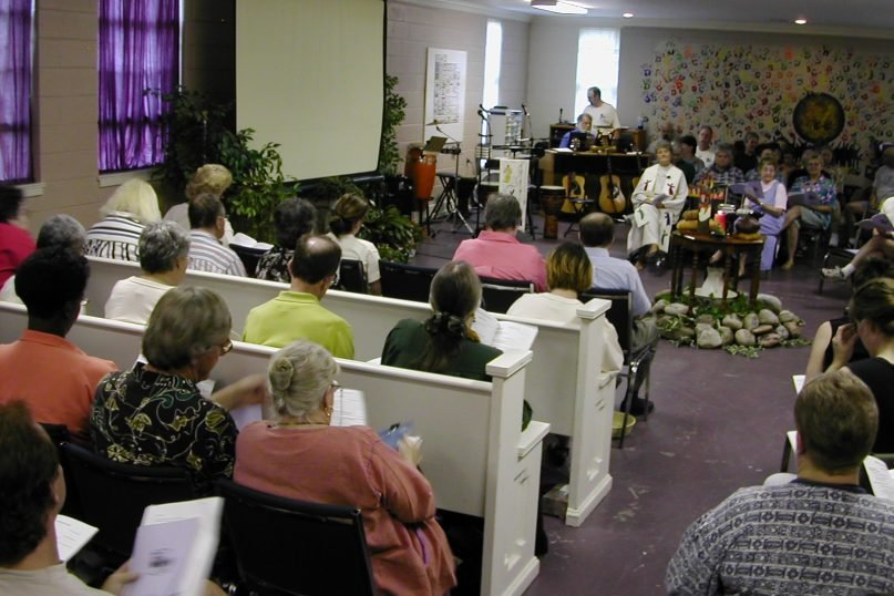 A worship service at Community of Hope church in Tulsa, Oklahoma, in the 1990s. Photo courtesy of Leslie Penrose