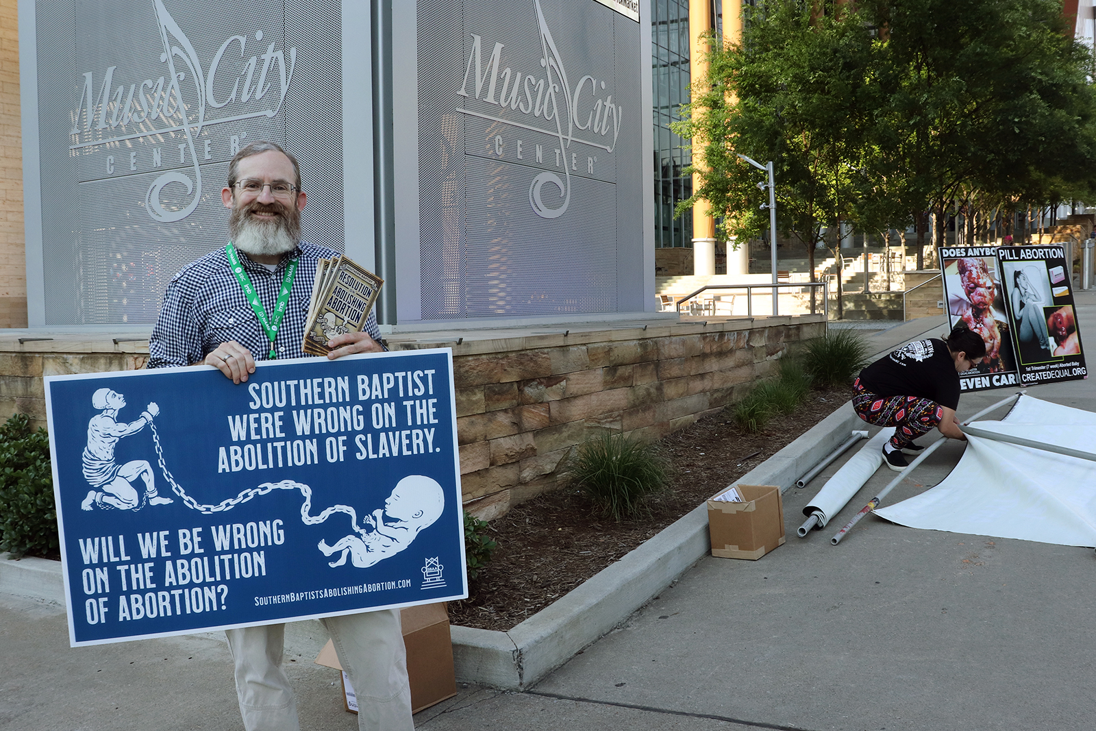 Pastor Clay Hall, of Oak Grove Baptist Church in Paducah, Kentucky, demonstrates against abortion and in favor of a resolution to abolish abortion outside the Music City Center, Wednesday, June 16, 2021, during the annual meeting of the Southern Baptist Convention. RNS photo by Adelle M. Banks
