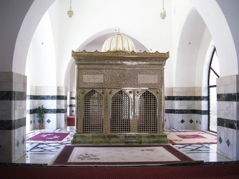 The Shrine of Ja'far al Tayyar, the cousin and companion of Muhammed, is enclosed in a gold and silver shrine in Mazar in the region of Karak, Jordan. Photo by  Tarawneh courtesy of Wikimedia Commons/Creative Commons