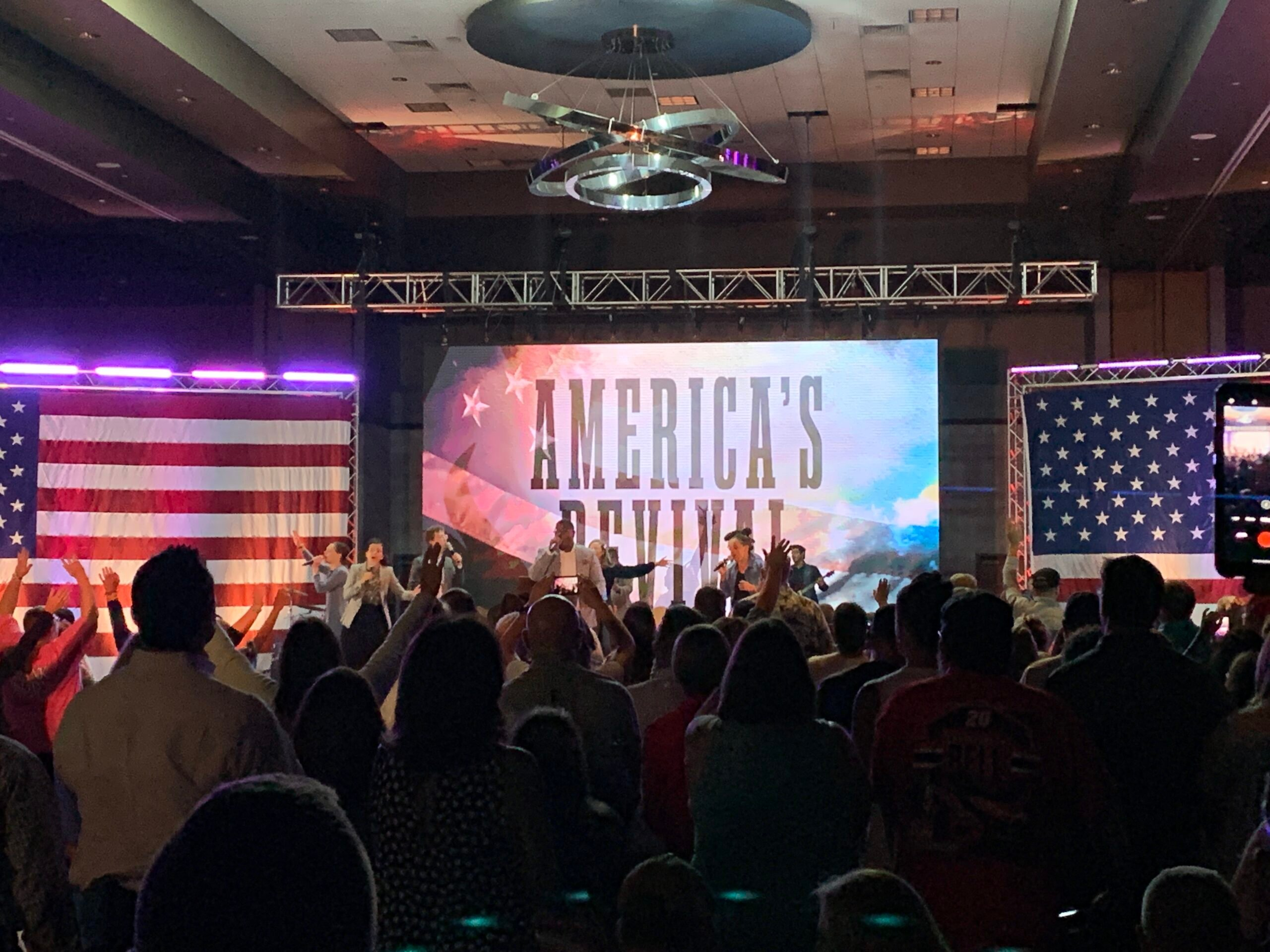 More than 1,000 worshippers gather for America's Revival at the Frisco Convention Center in Frisco, Texas, over the weekend. RNS photo by Bob Smietana