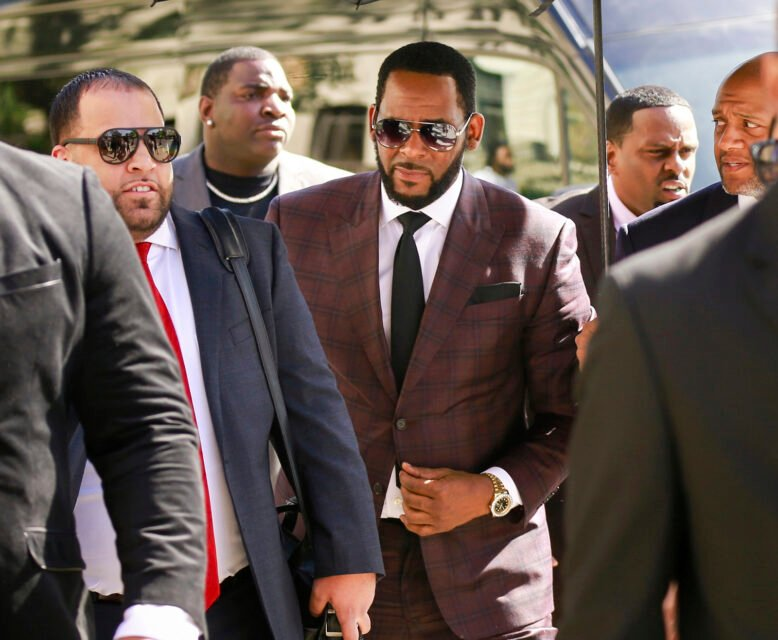 R&B singer R. Kelly, center, arrives at the Leighton Criminal Court building for an arraignment on sex-related felonies Wednesday, June 26, 2019, in Chicago. (AP Photo/Amr Alfiky)