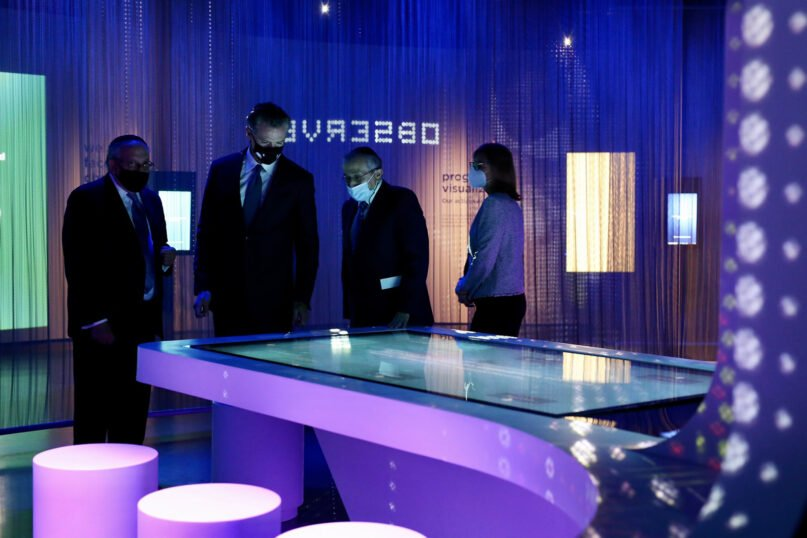 California Gov. Gavin Newsom, second from left, tours the Museum of Tolerance, Wednesday, Oct. 6, 2021, in Los Angeles. Photo via Twitter/@CAgovernor