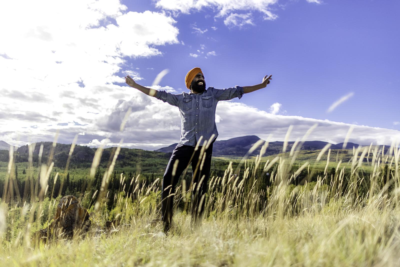 Gurdeep Pandher dances in Canada in Sept. 2021. Photo by Stewart Burnett Photography